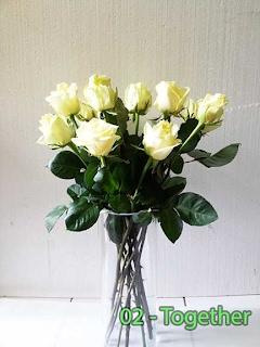 Rangkaian Vas Bunga Mawar Putih