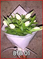 Hand buket tulip putih